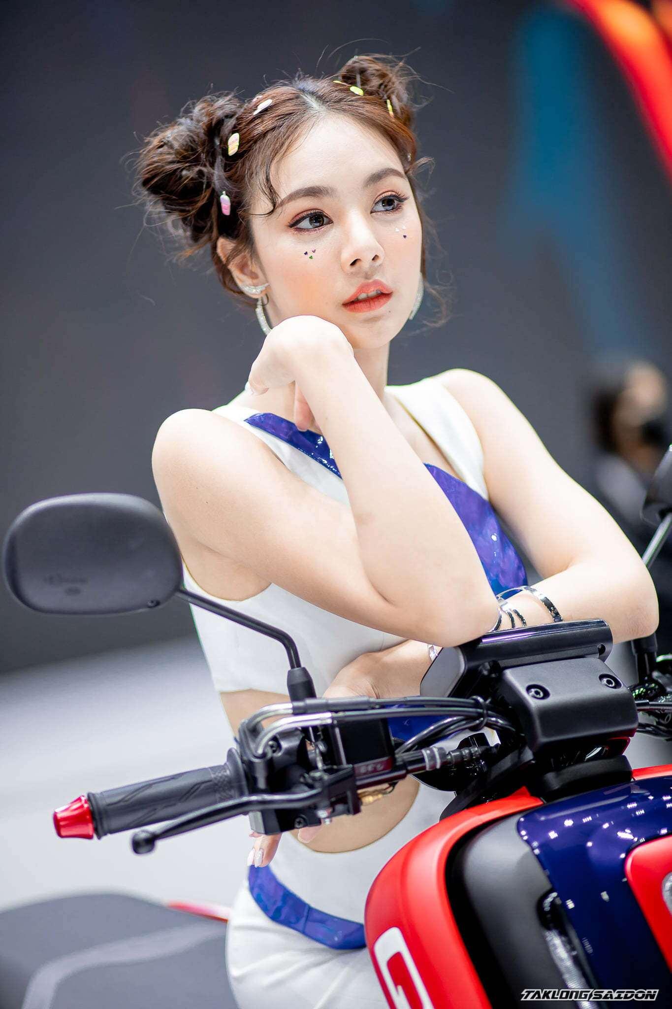 Tại triển lãm xe Bangkok 2021 vừa diễn ra có sự góp mặt nhiều mẫu xe mới và dàn người đẹp Thái Lan