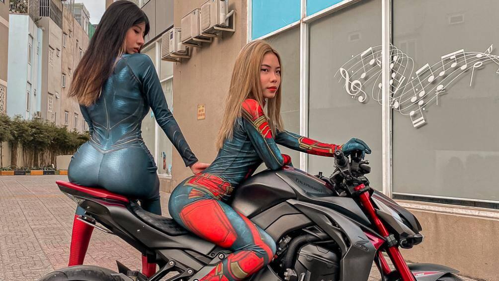 Hai nữ biker Thu Trang và Dương Hà đã hóa thân thành các nhân vật nữ anh hùng Marvel nóng bỏng