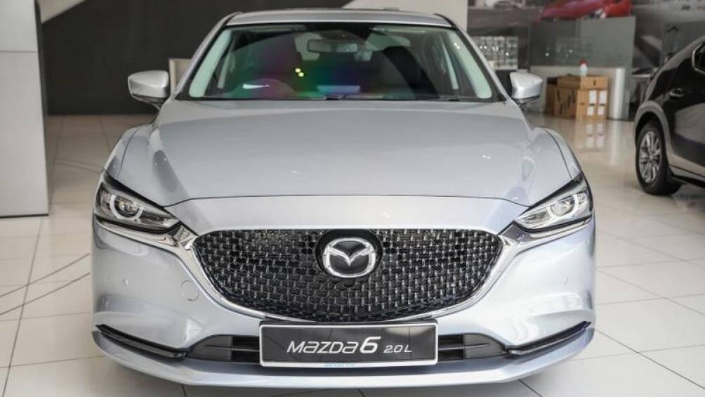 Mazda 6 2021 vừa ra mắt tại Malaysia được bổ sung nhiều trang bị tiện ích mới, rẻ hơn từ 11 - 19 triệu đồng so với bản 2020