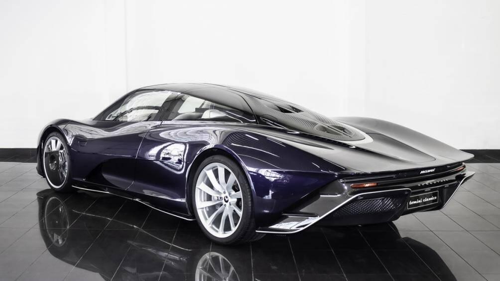 Tô điểm cho ngoại thất của chiếc siêu xe là lớp sơn bóng kim loại màu xanh nước biển có tên là Dark Sapphire Pearl với nhiều sắc tím khác nhau