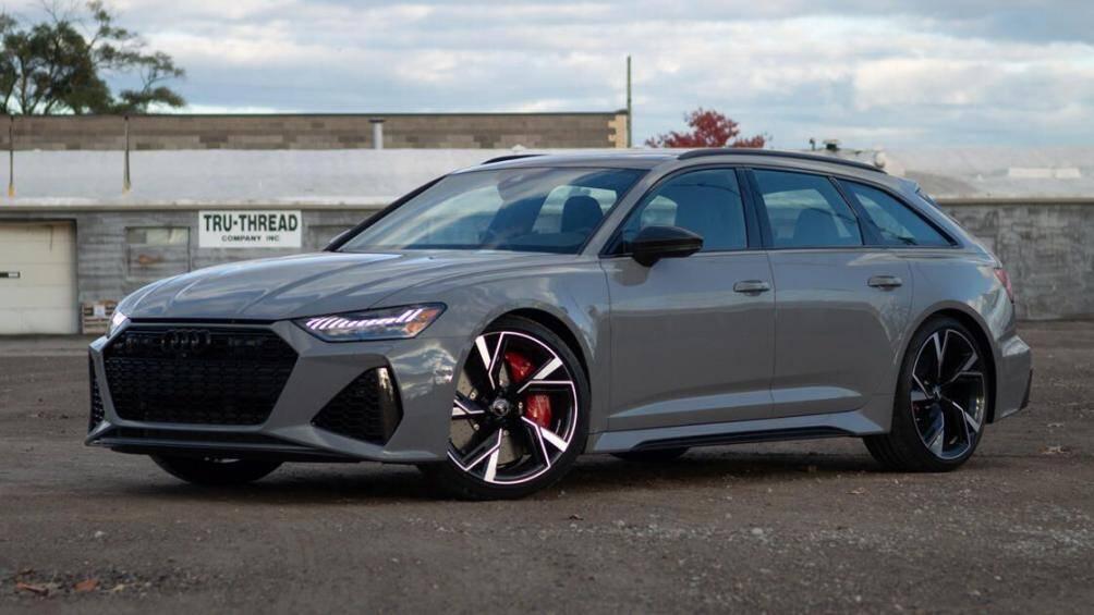 2. Audi RS6 Avant 2021 (Điểm số: 9.6/10)  Phân khúc: Wagon hiệu suất cao