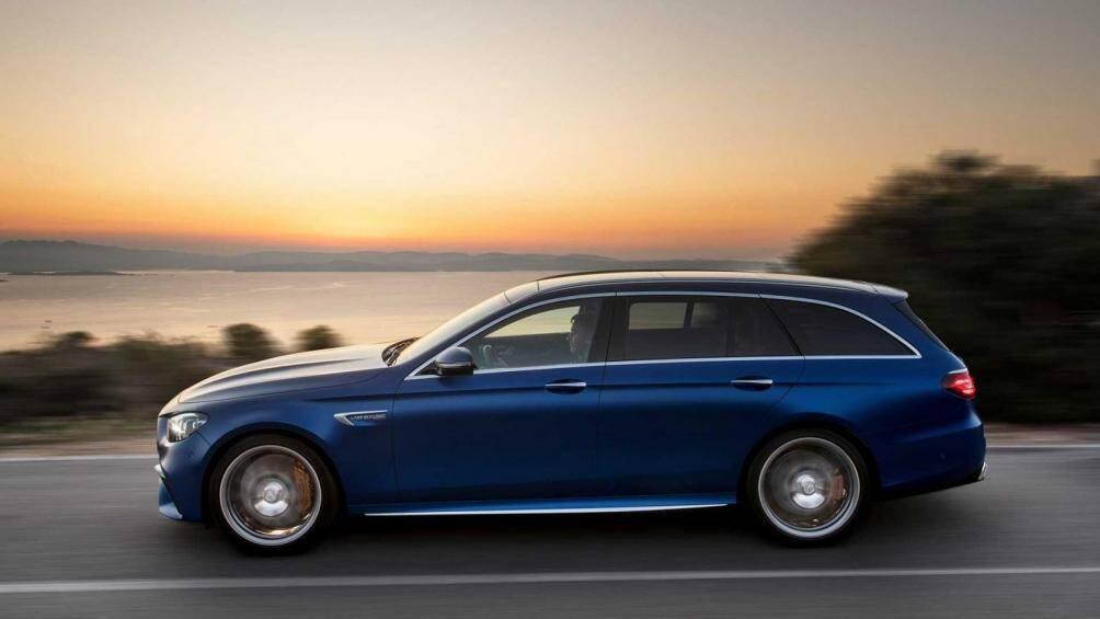5. Mercedes-AMG E63S Wagon 2021 (Điểm số: 9.3/10)  Phân khúc: Wagon hiệu suất cao