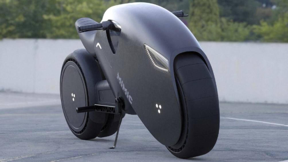 2. Đây là mẫu xe điện MIMIC được trang bị công nghệ như xe lửa điện. Mẫu xe có hình thù như một con báo đen do Roman Dolzhenko thiết kế