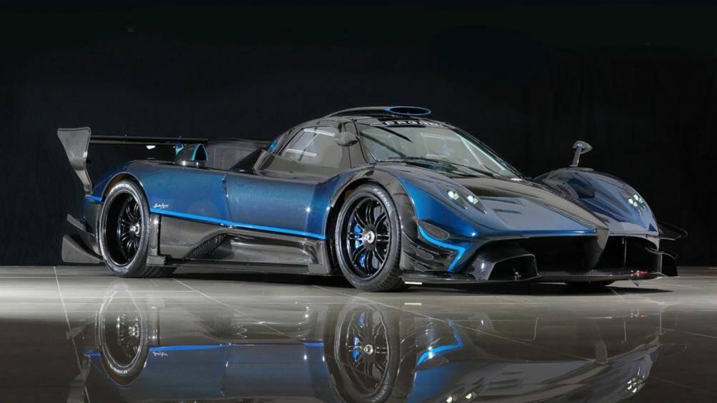 Pagani Zonda Revolucion là phiên bản cao cấp nhất của dòng xe đua phát triển trên nền tảng của Zonda và chỉ có 5 chiếc được sản xuất trên toàn cầu