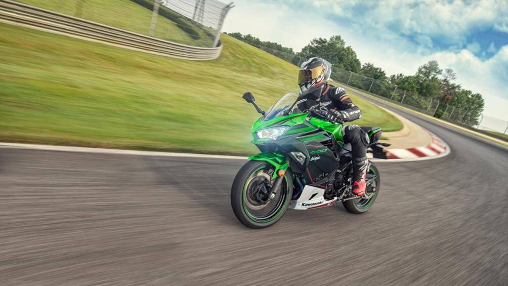 Kawasaki vừa ra mắt mẫu  xe Ninja 400 phiên bản màu mới dành cho năm 2021