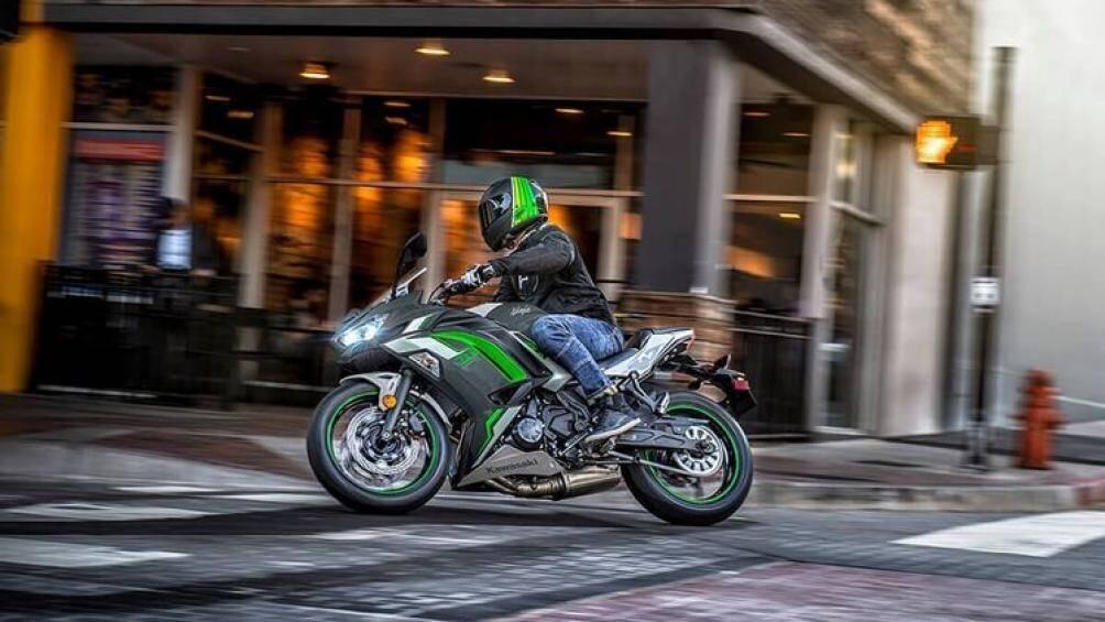 Mới đây, Kawasaki đã lên kệ phiên bản 2021 cho thị trường Mỹ với những màu sắc mới và nhiều cải tiến về trang bị, động cơ của xe