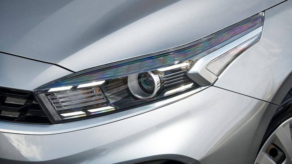 Bản Cerato S tiêu chuẩn đi kèm hệ thống đèn daylight LED, đèn định vị LED, đèn phanh LED (đối với biến thể hatchback), mâm thép 16 inch