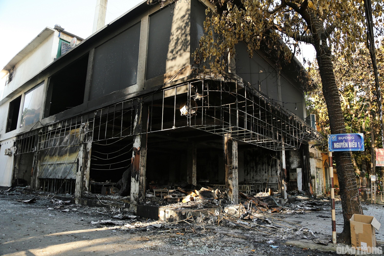 Vào khoảng 0h30 rạng sáng ngày 15/6, đã xảy ra một vụ hỏa hoạn tại một phòng trà ở nhà số 146 đường Đinh Công Tráng, TP Vinh, tỉnh Nghệ An.