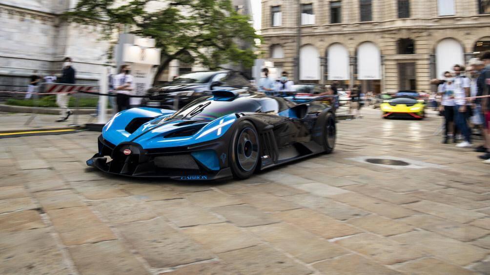 Bugatti đã sử dụng động cơ W16 cho Bolide và thiết kế thân xe đã được tối giản hết sức có thể để có thể đem lại hiệu quả ấn tượng trong việc vận hành xe