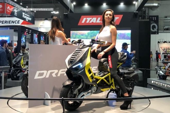 Lốp xe Italjet Dragster sử dụng loại Pirelli Angel 120/70 R12 ở bánh trước và 140/60 R13 cho bánh sau. Bình xăng xe có dung tích 7 lít và vị trí chỗ để chân được tối ưu