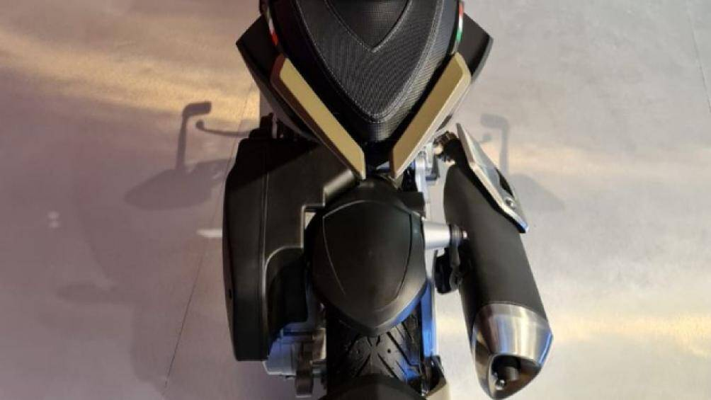 Sức mạnh của Italjet Dragster đến từ loại động cơ 4 thì, dung tích 200cc, hệ thống phun xăng Magneti Marelli cho công suất tối đa 20 mã lực