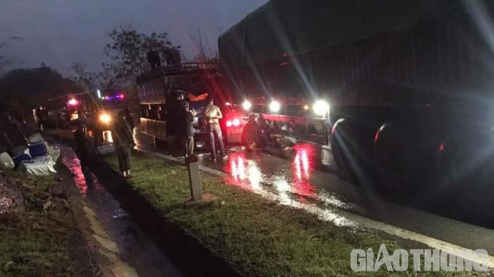 TNGT ở Sơn La, tài xế xe tải bị thương, QL6 ùn tắc nhiều giờ 2