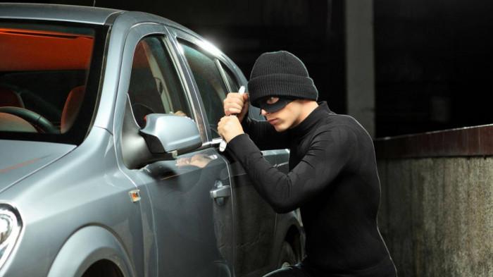 Những cách chống trộm khi quên không tắt động cơ ô tô 2