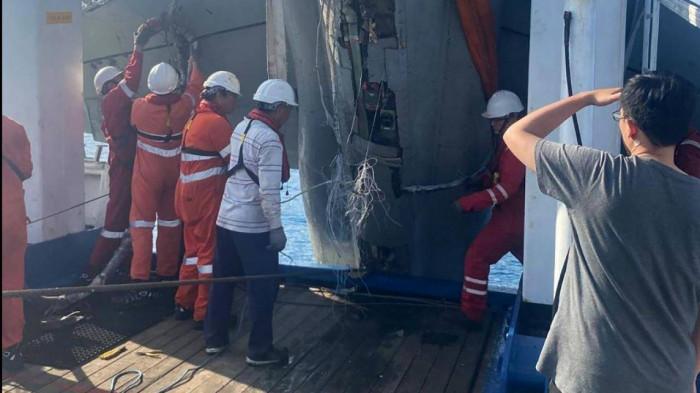 Đài Loan bất ngờ trục vớt được xác máy bay F-5E bị rơi ngoài biển 2
