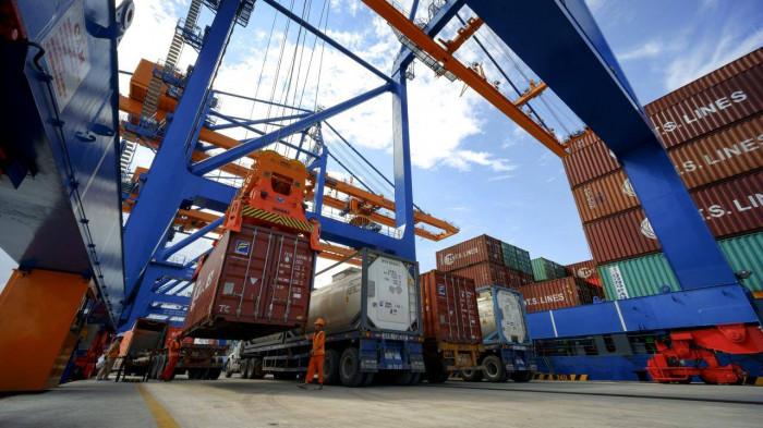 Đề xuất bỏ tác nghiệp bốc dỡ từ tàu xuống ô tô tại cảng biển