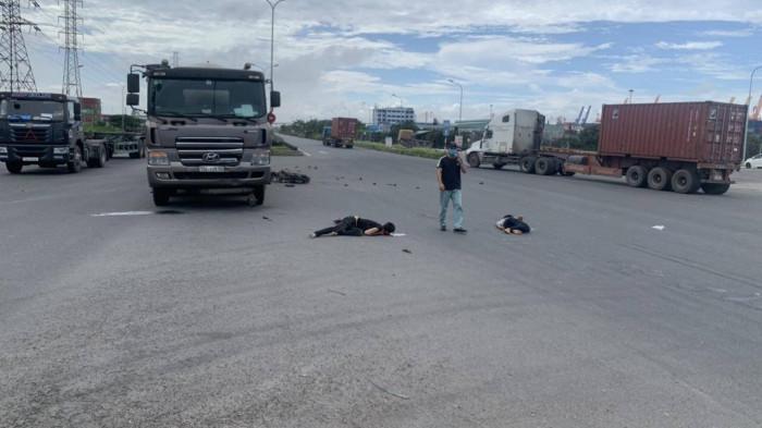 Hải Phòng: Va chạm với xe bồn chở ga, 3 thanh niên bị thương nặng 2