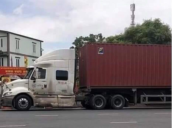 Nghẹt thở truy đuổi xe container thông chốt kiểm soát Covid-19 bỏ chạy 1