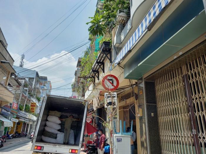 Cận cảnh những biển báo giao thông đánh đố người đi đường ở TP.HCM 6