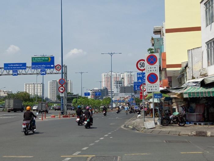Cận cảnh những biển báo giao thông đánh đố người đi đường ở TP.HCM 2