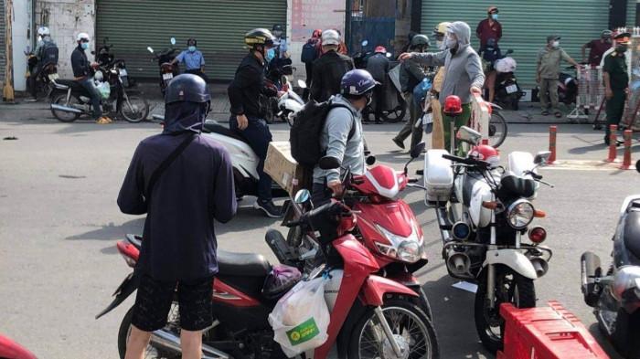 TP.HCM: Nhiều người không biết quận Gò Vấp giãn cách, vẫn tới làm việc 6