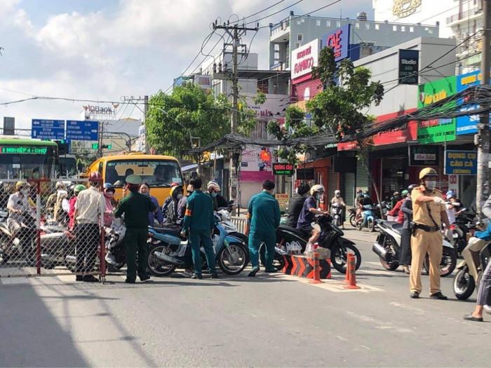 TP.HCM: Nhiều người không biết quận Gò Vấp giãn cách, vẫn tới làm việc 9