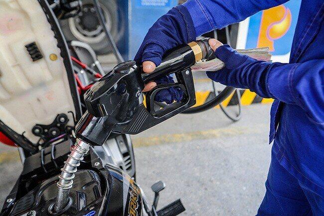 giá xăng dầu hôm nay 1/6: tăng mạnh khi dư thừa tồn kho biến mất