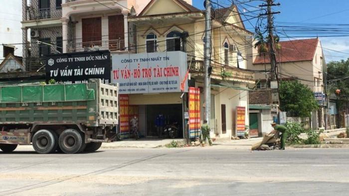 Nghệ An: Người phụ nữ tử vong dưới bánh xe tải sau tiếng động mạnh 1