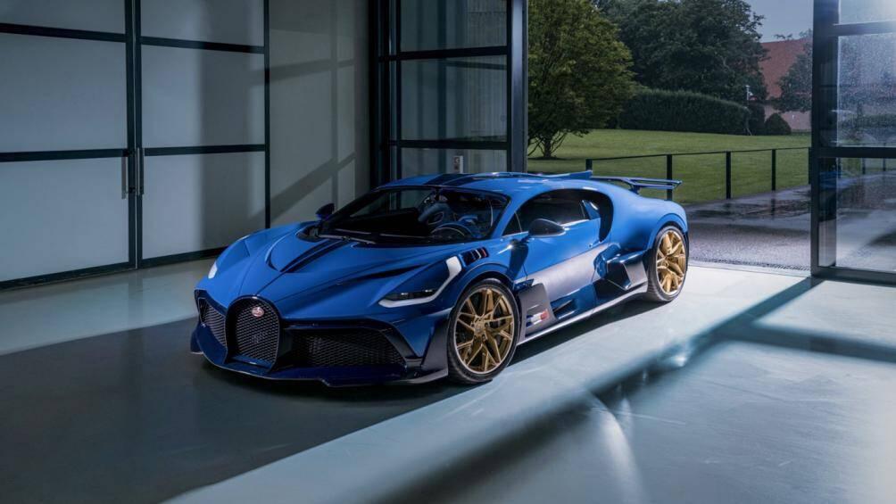 Siêu xe Bugatti Divo cuối cùng đã chính thức xuất xưởng sau gần 1 năm đi vào sản xuất thương mại và được đánh số thứ tự 40