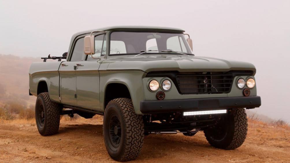 Chiếc xe W200 đời 1964 của lực lượng xe bán tải quân sự trong Thế Chiến II trông nổi bật nhờ nhiều trang bị nâng cấp chất lượng