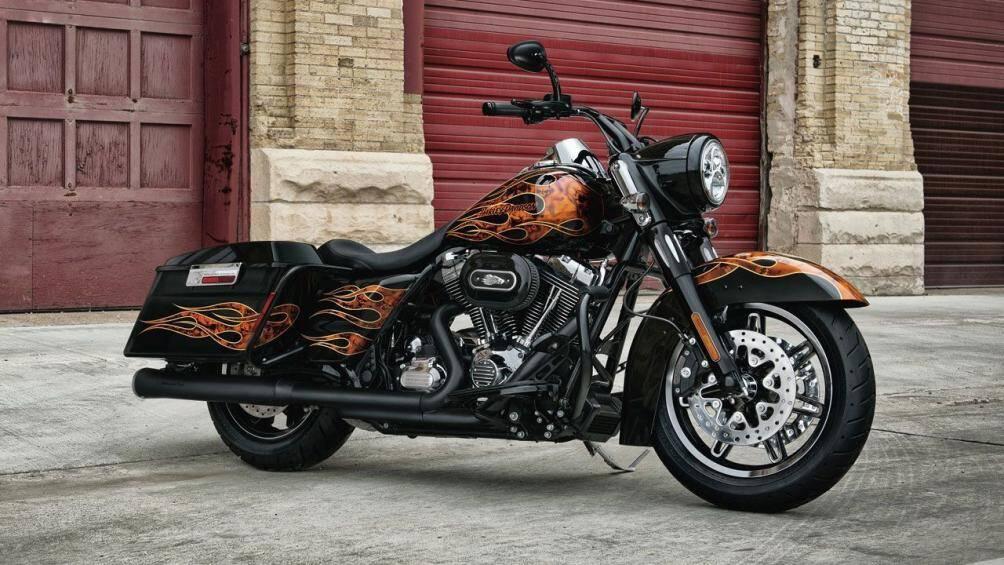 6. Harley-Davidson FLHR Road King 2012