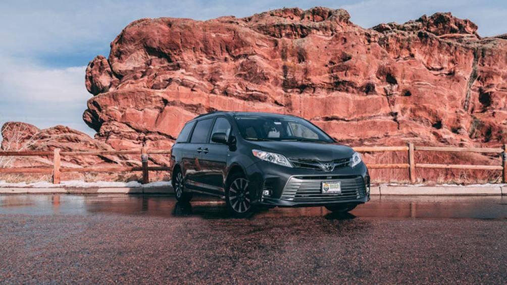 """Dù có không gian hạn chế, chiếc Toyota Sienna vẫn được cải tạo thành """"nhà di động"""" với đầy đủ tiện nghi"""