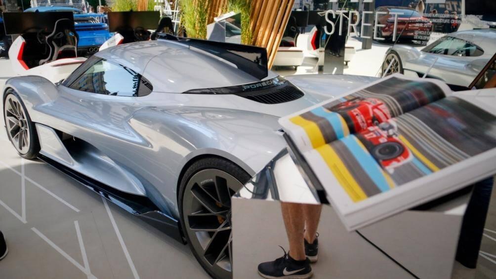 """""""Tôi chắc chắn rằng không hề có kế hoạch cho một chiếc xe như thế này"""" -  Người phát ngôn của Porsche nói với Carscoops hồi tháng 7/2021"""