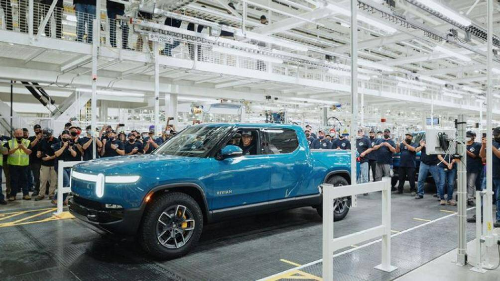 Được giới thiệu lần đầu tại Los Angeles 2018 đến nay, chiếc bán tải điện Rivian R1T đầu tiên mới được bàn giao tới tay khách hàng