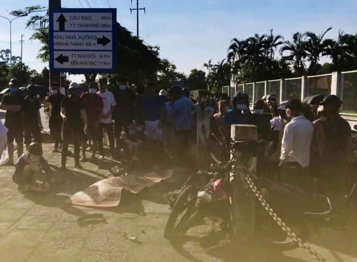 Hải Phòng: Lao lên vỉa hè, 2 thanh niên đi xe máy thương vong 1