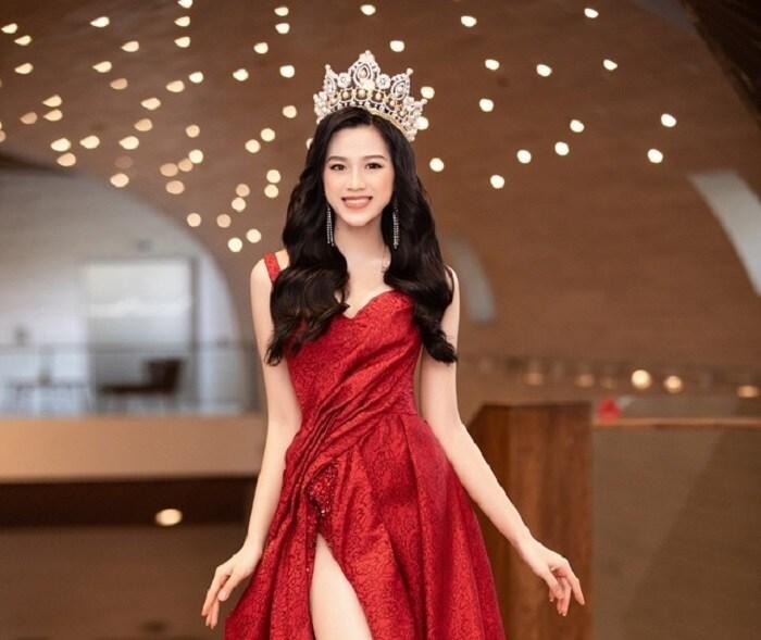 5 thiết kế đầm dạ hội cho Đỗ Thị Hà tại Miss World, dễ khoe chân dài 5