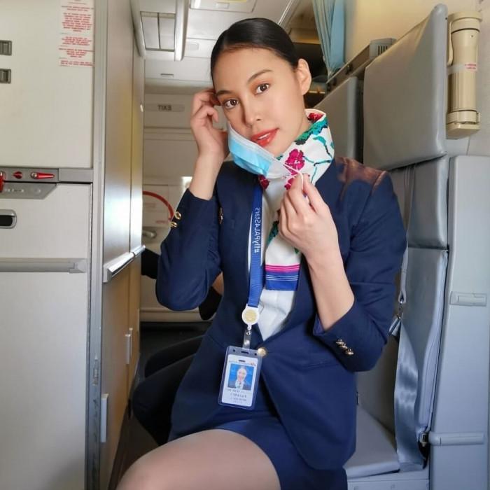 Đường cong nuột nà của tiếp viên hàng không vừa đăng quang hoa hậu 2
