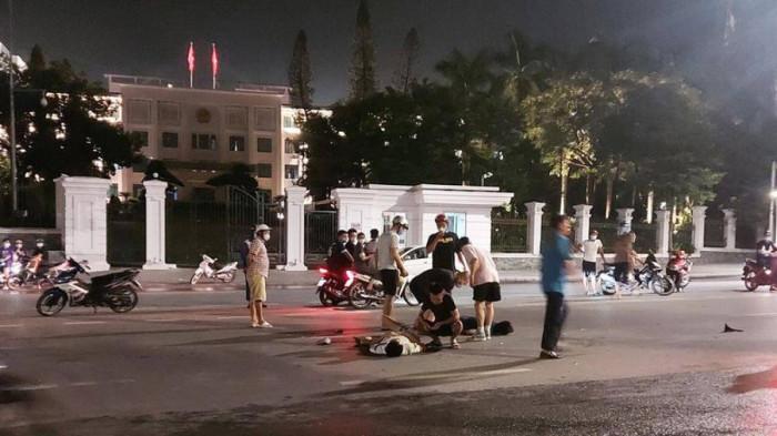Truy tìm tài xế ô tô bỏ chạy sau tai nạn làm hai người đi xe máy bị thương 1