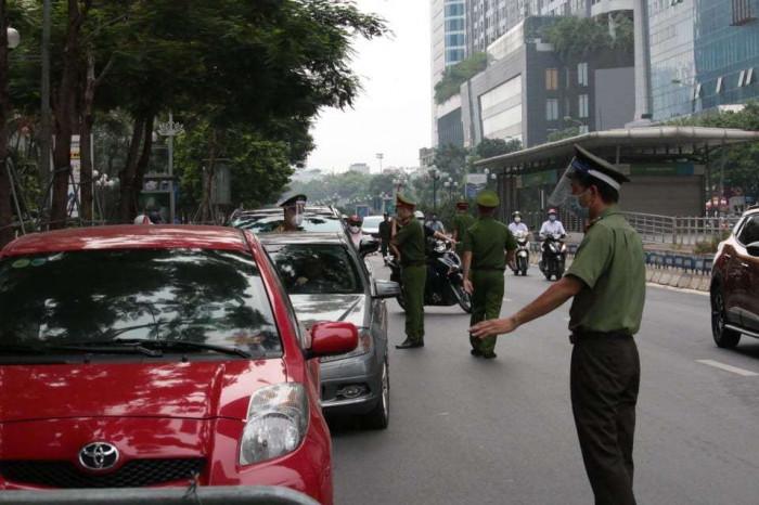 Ngày đầu Hà Nội siết lý do ra đường, nhiều chốt kiểm dịch ùn tắc 3
