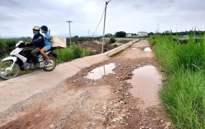 Quảng Ninh: Sửa chữa con đường mượn thi công rồi