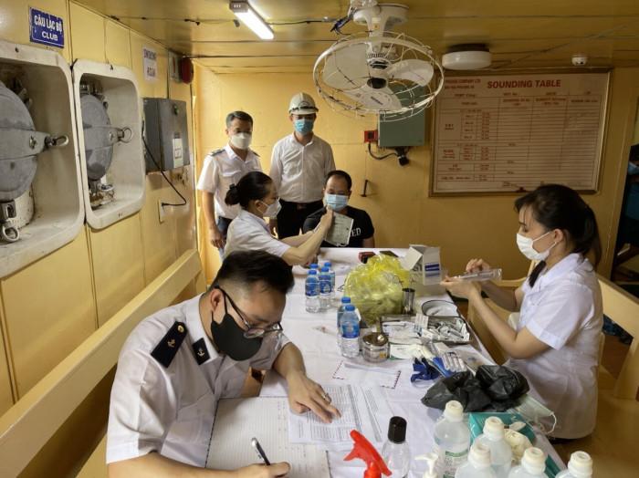 tăng tốc tiêm vaccine phòng covid-19 cho lao động hàng hải
