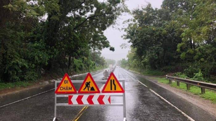 Gia tăng đảm bảo ATGT tuyến Túy Loan - đường dẫn hầm Hải Vân sau mưa bão 8
