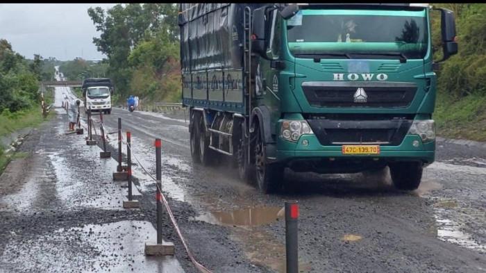 Gia tăng đảm bảo ATGT tuyến Túy Loan - đường dẫn hầm Hải Vân sau mưa bão 6