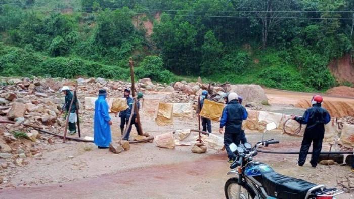 Nhà dân, cầu đường Quảng Nam oằn mình gánh hư hại lũ quét do bão số 5 3
